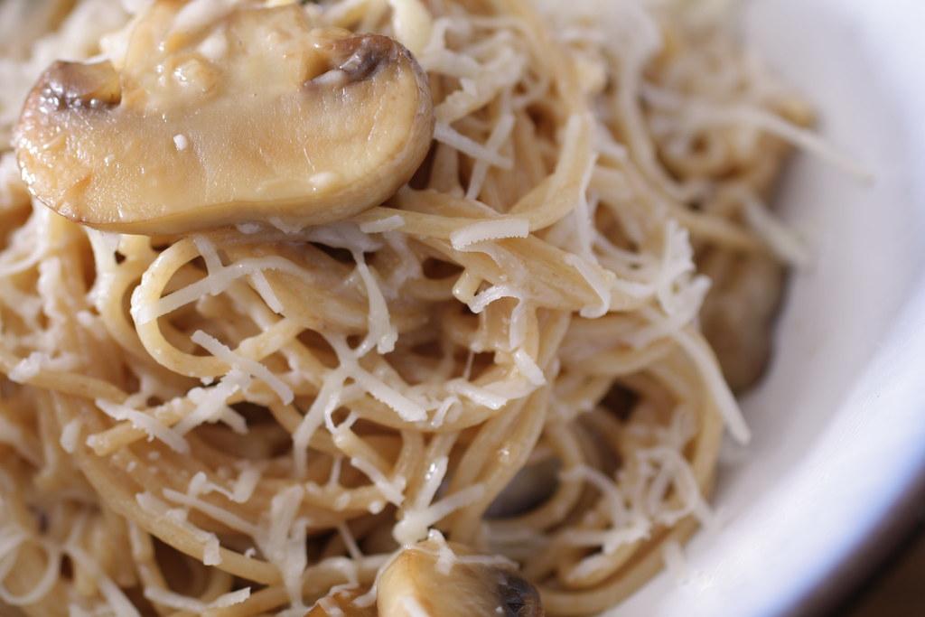 mushroom & garlic pasta