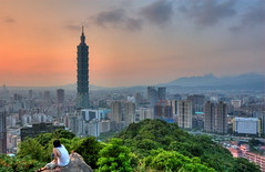 101@Taipei 101 and viewer (michaelrpf) Tags: portrait building landscape metro taiwan 101 taipei nightscene taipei101
