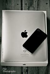 iPad & iPhone 4 II (Nas t) Tags: wood macro apple t nikon tamron 90mm nas 4g iphone d60 ipad 32gb