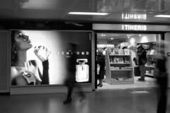 Ghosts in London airport (Sergio Vaiani) Tags: people composition blackwhite streetphotography ghosts astratto bianconero composizione fantasmi aeroporti astrazioni fotodistrada atomicaward sergiovaiani