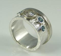 Hammered stone set band ring