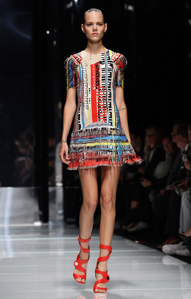 Versace+Milan+Fashion+Week+Womenswear+2011+WjRFwcPAcNEl