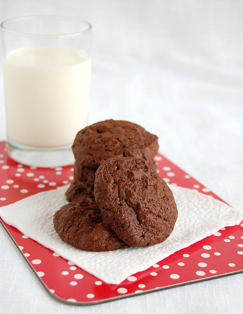 Dark and bitter orange chocolate cookies / Cookies de chocolate amargo e casca de laranja em calda