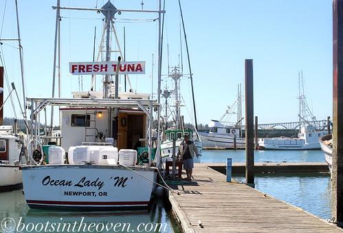 Buy tuna off a boat