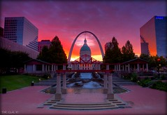 Lookin East at the Gateway to the West (Dennis Cluth) Tags: art st sunrise louis nikon arch missouri 365 d90