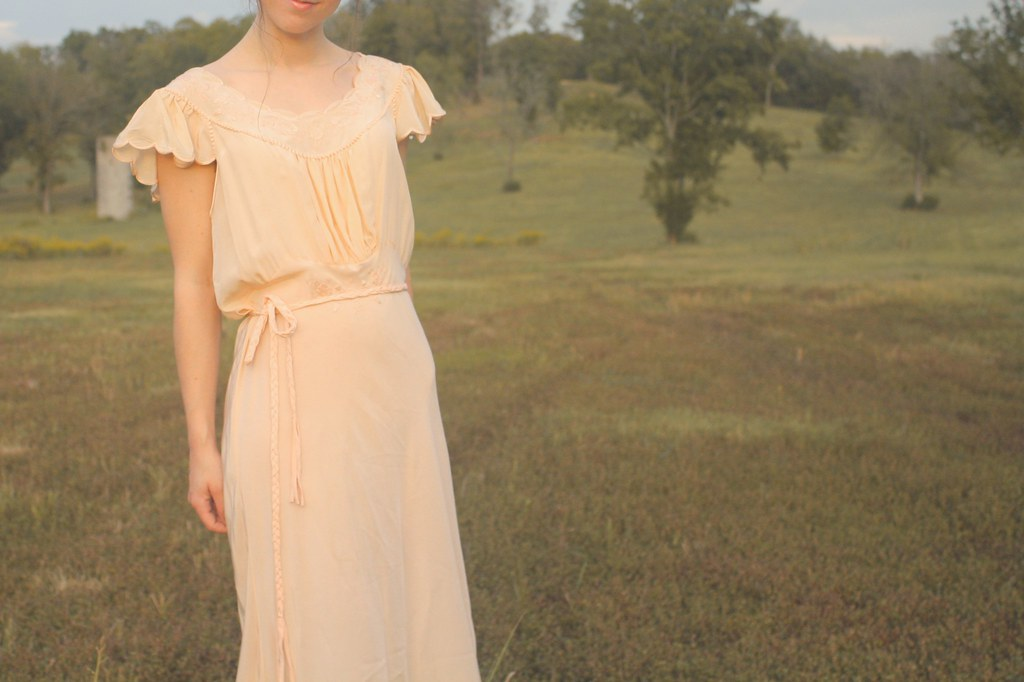 blooming leopold fall lookbook - 1940s peach gown