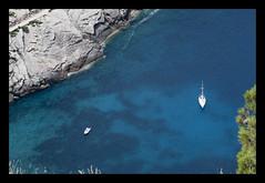 Costa de Mallorca II (Fotos de MCarmen Moreno) Tags: costa azul mar spain agua mediterraneo calan mallorca vacaciones roca yate marmediterraneo