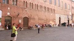 Auf dem Domplatz in Siena