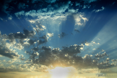 [フリー画像] 自然・風景, 空, 雲, 日光・太陽光線, 201010131700