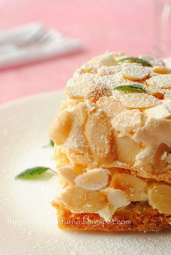 Torta Meringata con Crema alla Panna e Vino Bianco-Meringue Cake with Whipped Cream and White Wine Filling