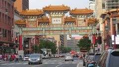Washington D.C.: Friendship Archway - the Gate to China Town (Traveller-Reini) Tags: chinatown gate washingtondc capital hauptstadt usa usaeast outdoor buildings gebäude america amerika northamerica nordamerika sehenswürdigkeiten sightseeing city stadt travelling reisen dc districtofcolumbia twop