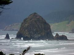 Haystack Rock along Oregon coast (lreed76) Tags: oregon pacificocean oregoncoast