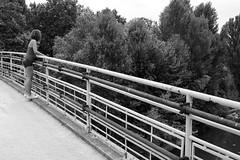 (CileSuns92) Tags: bridge trees bw white black girl canon river fun friend photoshoot background fiume posing bn converse teenager pamela prato bianco nero passerella bisenzio 2890mm eos1000d 270710