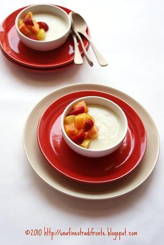 Crema di mandorle con frutta fresca