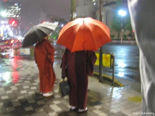 lolas in kimonos in the rain