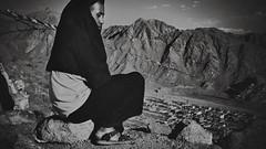 _DSC3343a (MALTEPIETSCHMANN.COM) Tags: travel portrait bw india white black nikon documentary monk journey ii sw kashmir traveling nikkor leh weiss vignette indien schwarz vr ladakh jammu mönch weis 18200mm d90 f3556