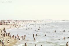 Barra Beach. Aveiro. Portugal (JoaKu) Tags: sea summer people beach portugal contrast vintage mar lomo nikon gente playa retro verano contraste multitud f18 barra aveiro d300 joaku nikon85mmf18d nikond300 joaqundealba jdealba joaquindealba