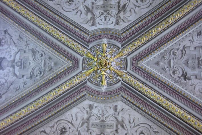 081310_ceiling06