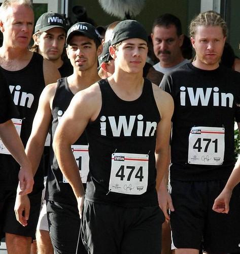 joe-jonas-iwin-run-fl-09