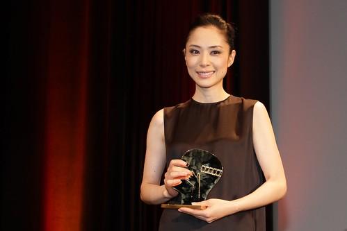 6 sept. - Eri Fukatsu, gagnante du prix d'interprétation féminine pour sa performance dans le film japonais AKUNIN (Villain) de Lee Sang-il