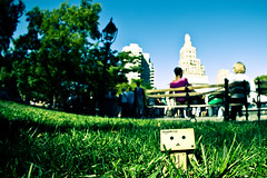 IMG_9097 (Alan Rappa) Tags: nyc newyorkcity grass toy toys manhattan washingtonsquarepark figure figures danbo