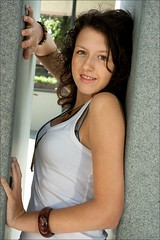 IMG_3131_Suraya-Thalia (mosselstraat9.nl) Tags: portrait people monument 14 ocf teenager bergenopzoom portret suraya mensen sb26 pocketwizard strobist canon400d teethbracket flexmini thaliaplein