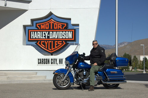 Tristan devant le magasin Harley de Carson City, Nevada
