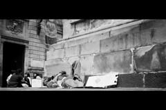 Águila y Sol (Carlows) Tags: film sol méxico df iso400 ilfordxp2 federal olympusxa bukowski distrito película águila chilangolandia carlows michicam bustamowski