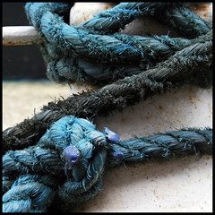 simply rope (foto.phrend) Tags: square boat canal turquoise leeds rope knot 400d