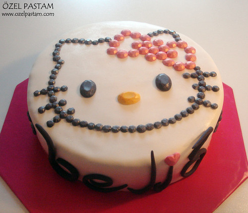 Süslü Hello Kitty Pastası / Fancy Hello Kitty Cake