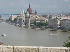 Budapest, veduta dal Castello di Buda sul Danubio e il Parlamento (Valerio_D) Tags: hungary budapest duna danube ungheria magyarország danubio kartpostal anticando nikonflickraward 2010estate