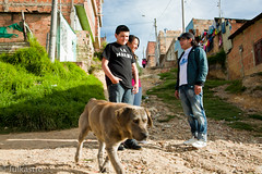 Even dogs come to (www.julkastro.co) Tags: people home rural out real town casa colombia colombian expression pueblo culture professional latin pro journalism hogar worldvision tipico reporterismo julkastro desplazado wwwjulkastroco julkastrohotmailcom