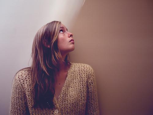 フリー写真素材, 人物, 女性, 横顔, 見上げる,