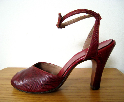 Vintage 40's Crimson Snakeskin Heels