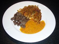 Kartoffelrösti og purésovs af rød peberfrugt