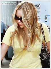 Amanda Bynes (w3.flickr.com/walkingonawire) Tags: amanda girl sunglasses blonde what daphne wants easy hairspray diva reynolds bynes
