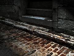A La Casa De La Mosca (Professor Bop) Tags: stone structure cobblestone oldmontreal mosca offbeat levieuxmontreal drjazz professorbop samsunghz35w