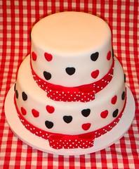 Rainha de Copas (Festas & Confeitos) Tags: cake coraes paula carol beb bolo bolos decorados cakedesign bolocake bolodecorado bolosdecorados paulafragelli carolinekessler decoraodebolos ideiasdedecorao omelhorbolodoriodej