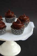 Ana's chocolate cupcakes / Cupcakes de chocolate da Ana (Patricia Scarpin) Tags: dessert cupcakes sweet chocolate ganache cocoa heavycream