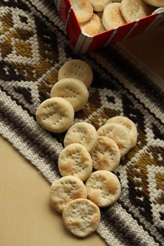 Bizcochitos sobre tejido mapuche