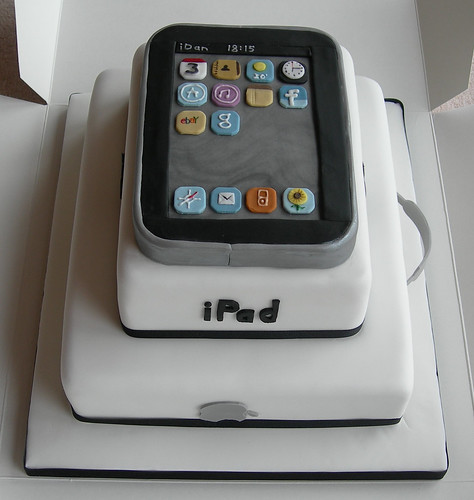 Front of iPad/MacBook cake