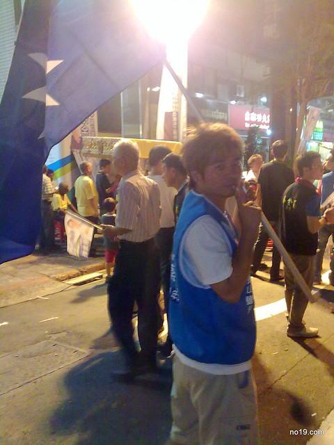 拿黨旗 - 20100925491