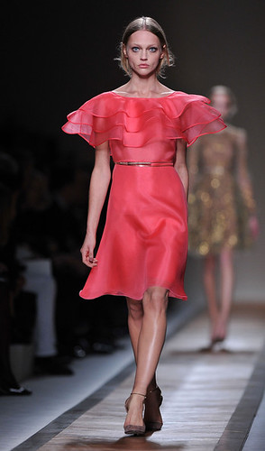 Valentino+Runway+Paris+Fashion+Week+Spring+ELomTuVmHcIl