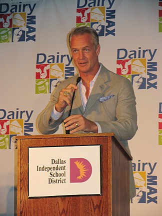 "Daryl ""Moose"" Johnston, former Dallas Cowboys player, spoke to the students about the importance of eating healthy and getting plenty of exercise at the kick off of Fuel Up to Play 60 in Dallas."