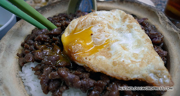 Pork claypot rice with egg
