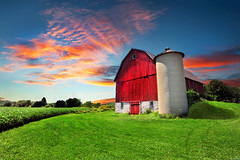 Farmer's Daughter (Extra Medium) Tags: sunset red green wisconsin barn corn farm crops dairy redbarn skyisfromarizona