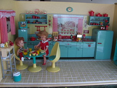 Are you finish? (Retro Mama69) Tags: kitchen vintage puppy table miniature chairs retro marx shelves remcodoll roombox rements vintagetintoy miniaturekitchen prettymaid toydiorama pennybritedoll tuttidoll kitchendiorama metalkitchentoy 1950ss yellowandturquoisekitchen