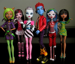 Group Shot 2 !!!! (loomy_59) Tags: monster de high wolf doll frankie nile hyde holt cleo stein mattel yelps ghoulia clawdeen dawnofthedance draculaura