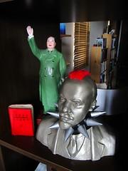 Communist Corner (souljacker_pt2) Tags: lenin statue fur punk wave bondage bust cast mao collar mohican vandalised littleredbook