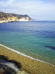 Beach on Avalon, Catalina Island, CA (Kutoyx) Tags: ocean california blue sea beach water mobile america boats island bay harbor boat catalina losangeles sand heaven paradise phone harbour offshore cellphone samsung catalinaisland santacatalinaisland artphone s8300 samsungplayerultra